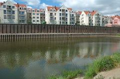 Byggnader på den Warta floden i Poznan, Polen Fotografering för Bildbyråer