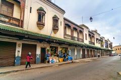 Byggnader på gatan av Mellah, judisk fjärdedel i Fes morocco Arkivbild