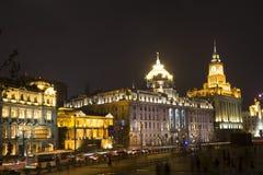 Byggnader på natten Royaltyfria Bilder
