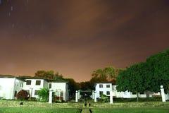 Byggnader på natten Fotografering för Bildbyråer