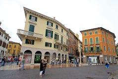 Byggnader på piazzabehå italy verona Fotografering för Bildbyråer