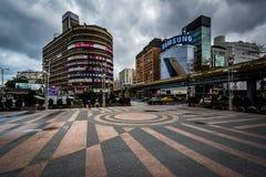 Byggnader på Zhongxiao Fuxing, i Taipei, Taiwan royaltyfri bild