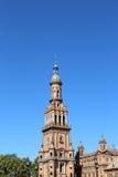 Byggnader på Berömd Plaza de Espana (var mötesplatsen för latin - amerikansk utställning av 1929) - spanjor kvadrerar i Seville Royaltyfri Foto