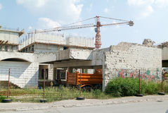 Byggnader som förstörs under kriget på Mostar på Bosnien Herzegovi Arkivfoton