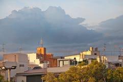 Byggnader som in renoveras in i nya lyxiga bostads- lägenheter Arkivfoton
