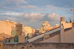 Byggnader som in renoveras in i nya lyxiga bostads- lägenheter Royaltyfri Foto