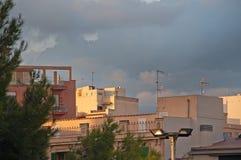 Byggnader som in renoveras in i nya lyxiga bostads- lägenheter Arkivfoto