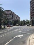Byggnader stranden, sommar, seglar i Alicante arkivbild