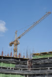 Byggnader under konstruktion och kranar Royaltyfria Bilder