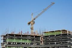 Byggnader under konstruktion och kranar Fotografering för Bildbyråer