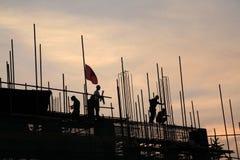 Byggnadsarbetare arbetar plats Arkivbild