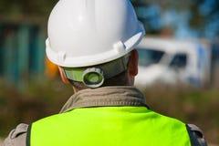 Byggnadsarbetare In Hard Hat på byggnadsplats arkivfoto