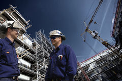 Byggnadsarbetare inom byggnadsplats Arkivfoton
