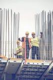 Byggnadsarbetare med klor som poserar 3 Fotografering för Bildbyråer