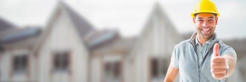 Byggnadsarbetare på byggnadsplats med tummar upp royaltyfri fotografi