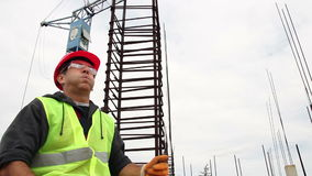 Byggnadsarbetare på ett kort avbrott arkivfilmer