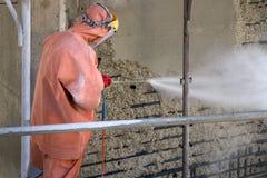 Byggnadsarbetare på scaffold Arkivfoto