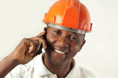 Byggnadsarbetare på telefonen Royaltyfri Bild
