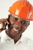 Byggnadsarbetare på telefonen Arkivbild