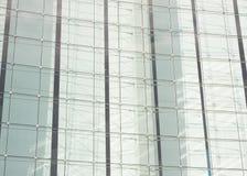 Byggnadsexponeringsglas, arkitektonisk detalj för glass fönster Arkivfoton