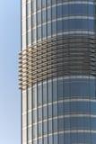 Byggnadsfönster som reflekterar himmel Royaltyfri Bild