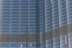 Byggnadsfönster som reflekterar himmel Royaltyfria Foton