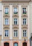 byggnadsfacadefönster Arkivfoton