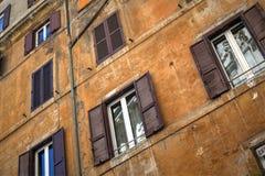 Byggnadsfasad, Rome, Italien Royaltyfria Foton