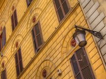Byggnadsfasad Rome Italien Arkivbilder