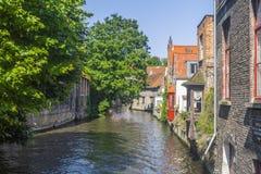 Byggnadskanal Bruges Belgien Royaltyfria Bilder