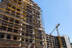 Byggnadskonstruktion med kranen Arkivfoton