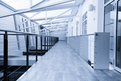 byggnadskorridorkontor arkivfoton