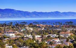 ByggnadskustlinjeStilla havet Santa Barbara California Fotografering för Bildbyråer