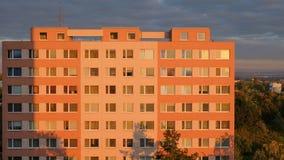 Byggnadskvarter i Prague på solnedgången Royaltyfria Foton