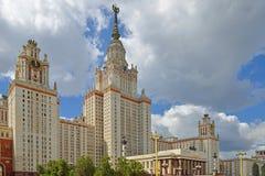 byggnadslomonosovhuvudmoscow delstatsuniversitet Det centrala tornet är 240 M högväxt, 36 höga berättelser Det byggdes i 1953 Royaltyfria Bilder