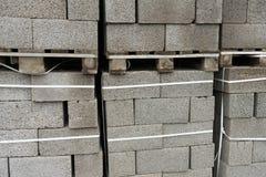 Byggnadsmaterial Kvarter för byggande av starka och hållbara byggnader Royaltyfria Bilder