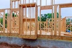 Byggnadsplats med nya hem under konstruktion Arkivbilder