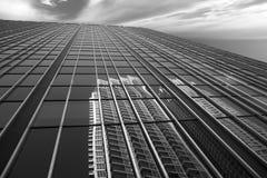 Byggnadsreflexioner i i stadens centrum område fotografering för bildbyråer