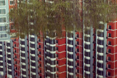 byggnadsreflexionsflodstrand Arkivfoto