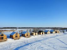 Byggnadssummerhouse nära Curonian spottar, Litauen arkivfoton