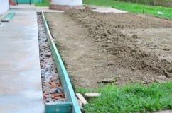 Byggnationer i trädgård Royaltyfri Foto