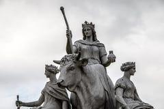 Byk statua reprezentuje kontynent Europa w Albert pomniku w Kensington ogródach w Londyn, Anglia fotografia royalty free