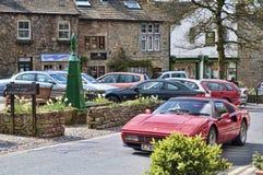 Byn av Grassington i de Yorkshire dalarna och Linton Falls Royaltyfria Bilder