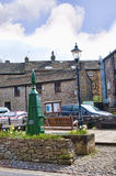 Byn av Grassington i de Yorkshire dalarna och Linton Falls Arkivbilder