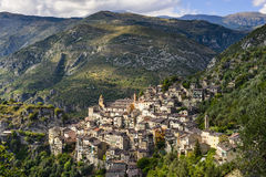 Byn av Saorge, Alpes-Maritimes, Provence i Frankrike Arkivfoton