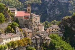 Byn av Saorge, Alpes-Maritimes, Provence i Frankrike Royaltyfria Bilder
