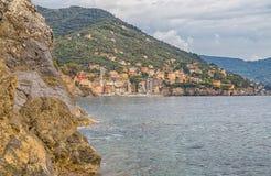 Byn av Sori, Genua landskap som ses från kusten, Italien Royaltyfri Foto
