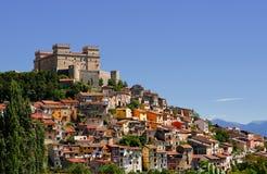 Byn namngav Celano och hans slott Piccolomini& x28; Italy& x29; Arkivfoto