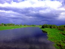 Bynaturflod royaltyfri foto