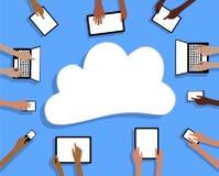 BYOD trazem suas próprias tabuletas nuvem e mãos do dispositivo Fotografia de Stock Royalty Free